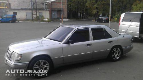 Роскошный автомобиль 1995 года выпуска