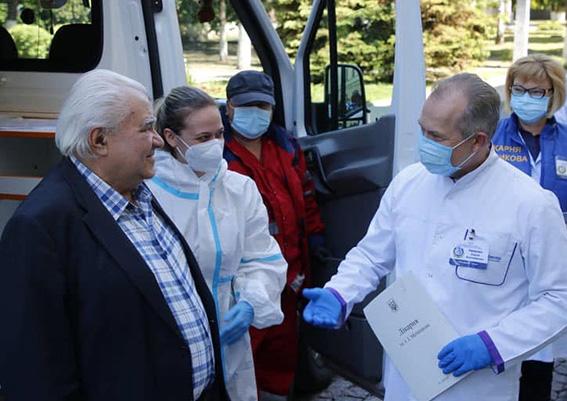 З лікарні Мечникова виписали двох дідусів, що перемогли COVID-19