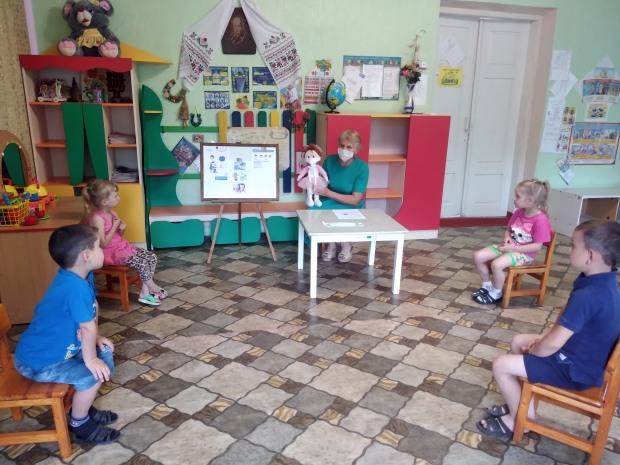 У садочку на Дніпропетровщині дітей навчали протидіяти коронавірусу