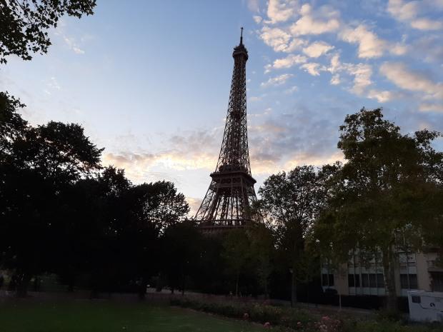 У Парижі відкрили для відвідування Ейфелеву вежу