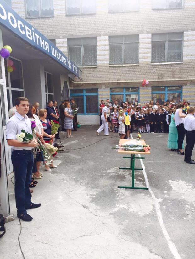 Депутат городского совета Евгений Кривошеев поздравил с Днем знаний