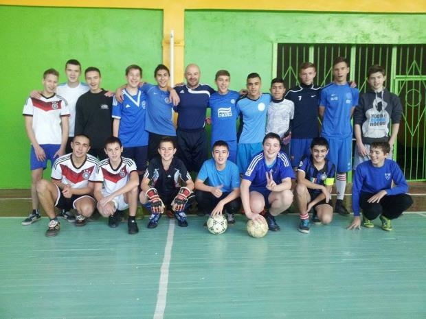 В Днепропетровске проходят для детей и молодёжи бесплатные соревнования по мини-футболу.