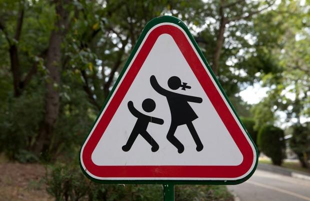 Днепродзержинский горсовет «забыл» о пешеходных переходах возле школ