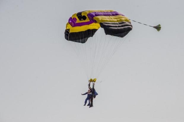Тяжелораненые бойцы АТО прыгали с парашютом