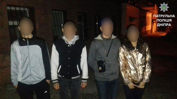 В Днепре четверо подростков ограбили мужчину