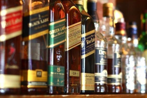 В одном из супермаркетов павлоградец прихватил с собой бутылку виски