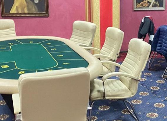Карантин – за грою в покер