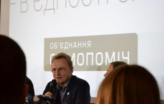 Городской голова Львова Андрей Садовый «засветился» в днепропетровском кафе