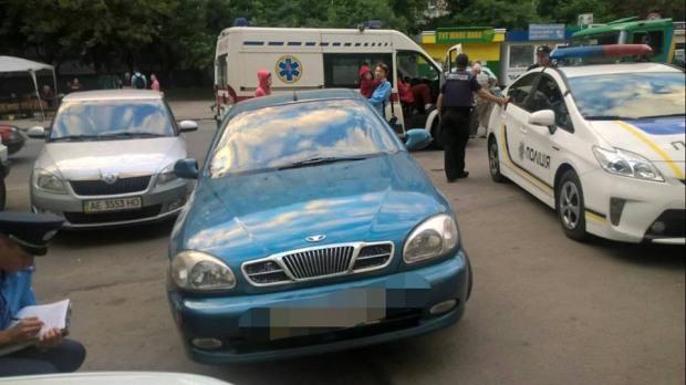 В Днепре патрульные задержали нетрезвого водителя, который сбил двух мужчин и скрылся