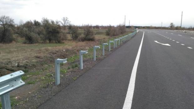 На отремонтированном участке дороги Днепр-Решетиловка воруют барьерное ограждение