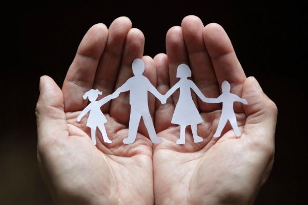 Днепровцам расскажут по телефону об усыновлении детей