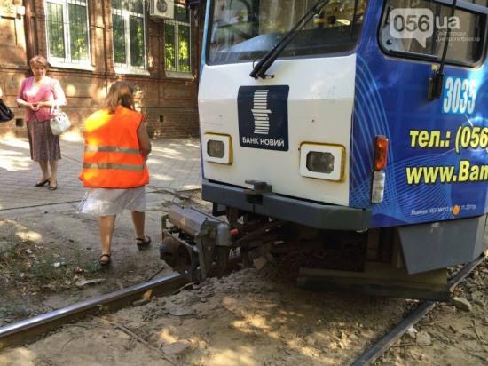В Днепропетровске трамвай сбил пешехода