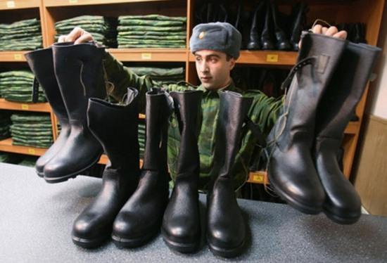 Днепропетровские депутаты сбежали от военкома, который пытался вручить им повестки
