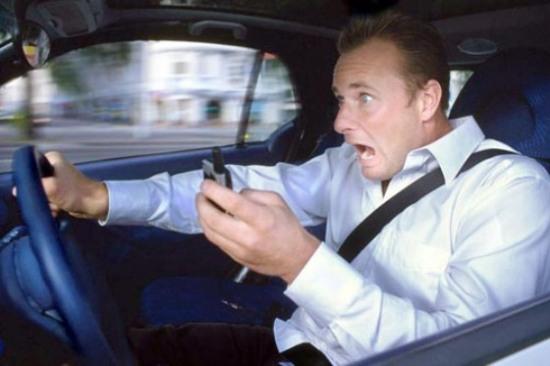 Гаишники поймали 402 водителей с «мобилками»