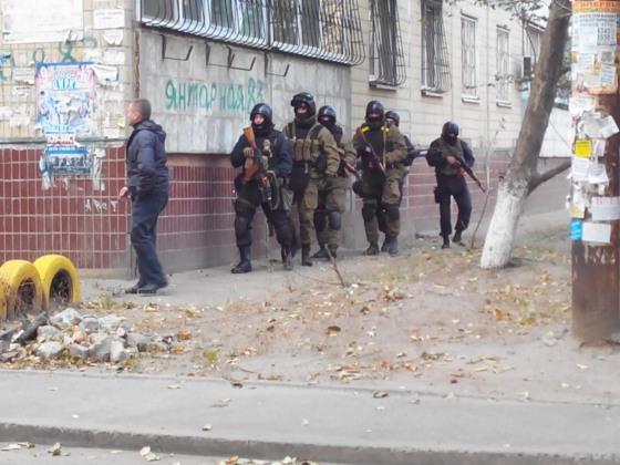 На Клочко-6 бегал пьяный военный с автоматом Калашникова (обновлено)