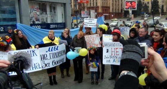Фоторепортаж митинга протеста переселенцев с Донбасса в Днепропетровске