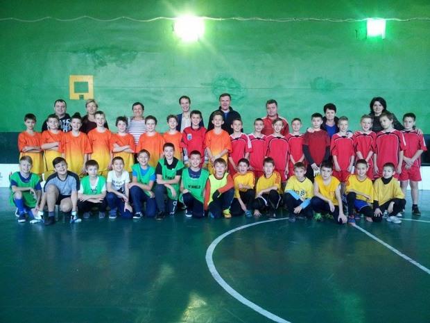 В Днепропетровске тысяча школьников приняло участие в школьной флорбольной лиге «Престиж»