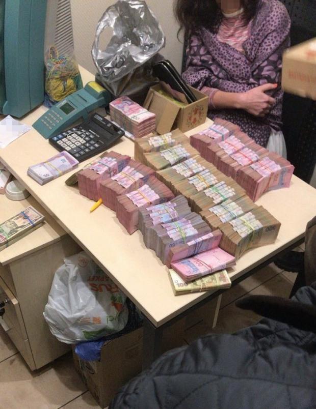Днепровские бизнесмены регулярно продавали валюту для «ДНР»