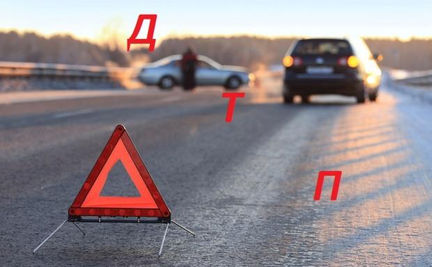 На Днепропетровщине столкнулись три автомобиля. Есть жертвы