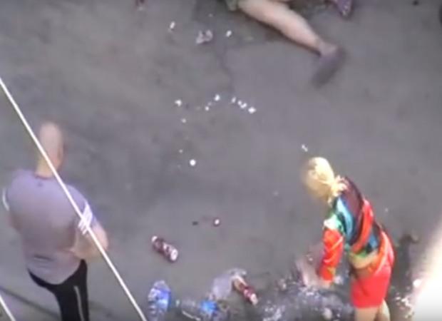 Автору видео с издевательствами депутата и его сестры над пожилой женщиной угрожали