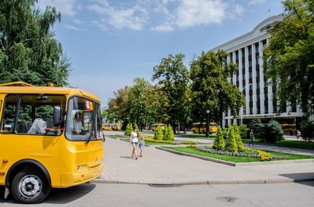 На Днепропетровщине приобрели для сельских школьников новые автобусы