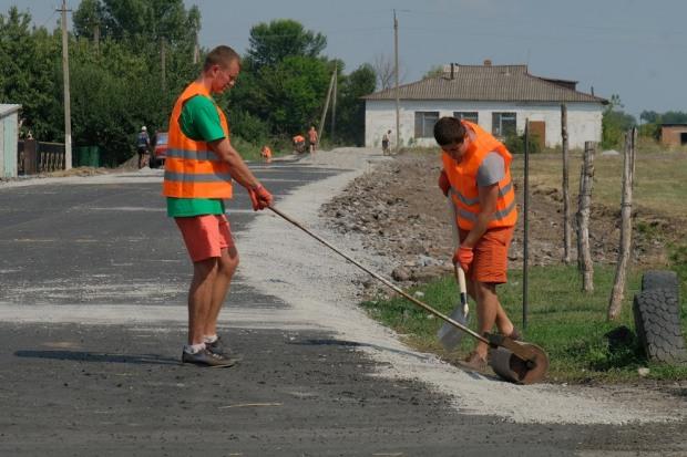 На Днепропетровщине недобросовестный подрядчик переделал дорогу за свой счет