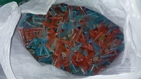 Полицейские нашли бульбуляторы и наркотики стоимостью полмиллиона гривен