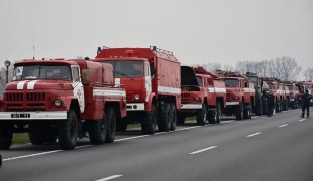 Вогнеборцям подякували, що ті впоралися з наймасштабнішою пожежею в сучасній історії України