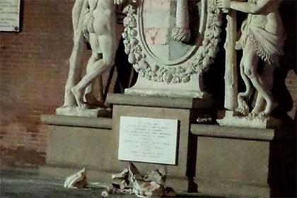 В Италии у статуи Геркулеса из-за селфи отпала корона
