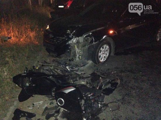На Южном мосту в Днепропетровске автомобиль сбил мотоциклиста