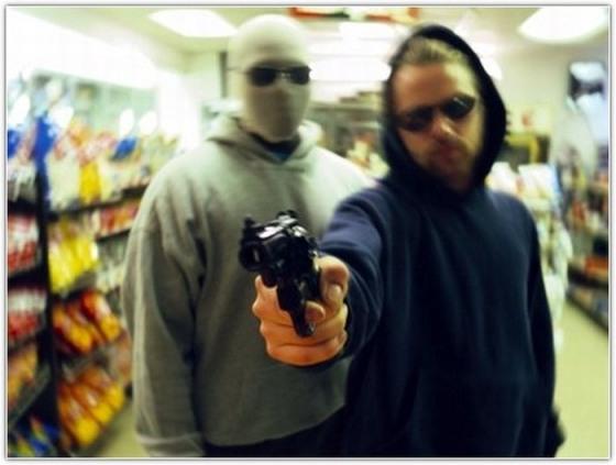 Видеокамеры супермаркета засняли днепродзержинских грабителей