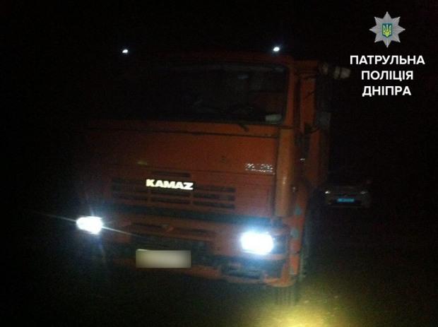 Водитель КамАЗа незаконно устроил спил деревьев