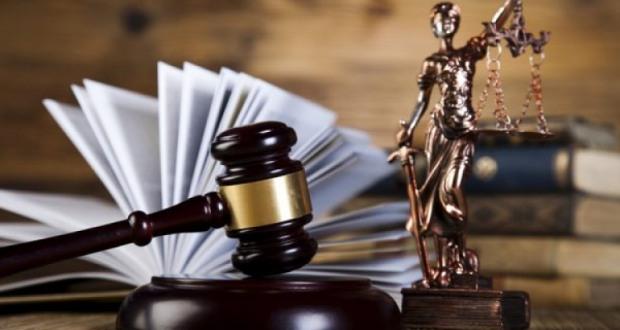 Бывшего руководителя борцов с наркопреступностью и эксперта МВД судят за взятку и ложную экспертизу