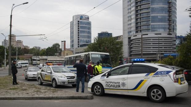 «Стражники» горсовета с полицией отлавливают фальшивые пропуска через мост