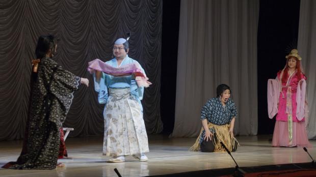 Пианист-виртуоз и оперная группа познакомили горожан с японской культурой