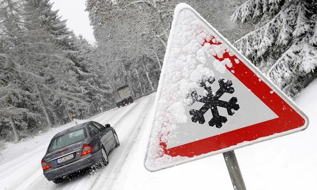 3-4 корпуси авто – безпечна дистанція на засніженій або слизькій дорозі