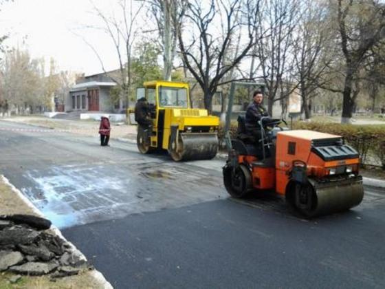 В Днепродзержинске стартовал ремонт дороги, который планировали закончить к концу 2013-го