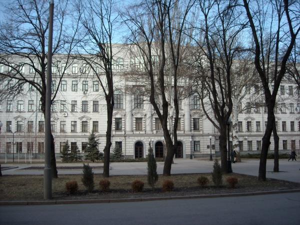 Облсовет времен Вилкула подарил коммунальное здание фирме судьи