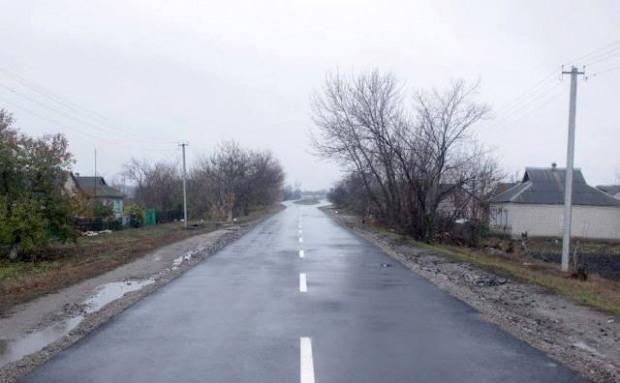 В Магдалиновском районе завершили капитальный ремонт четырех дорог