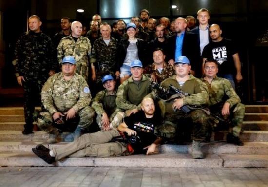 В Днепропетровск доставили 15 военных, находящихся в плену у сепаратистов