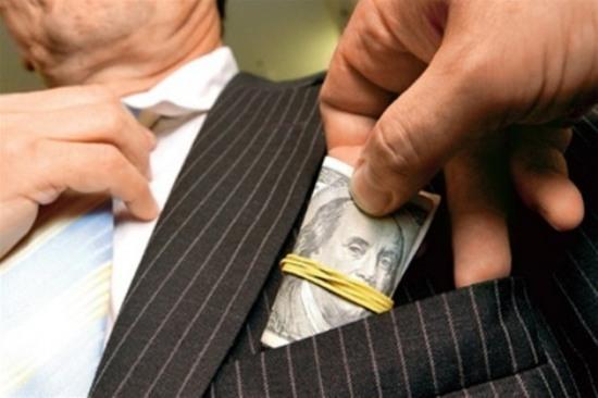 Прокуратура выявила криворожского налоговика, «терроризировавшего» предпринимателя