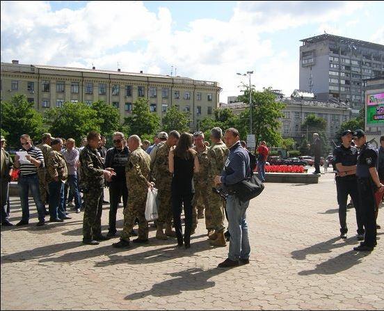 В Днепре под  стенами горсовета митингуют атошники