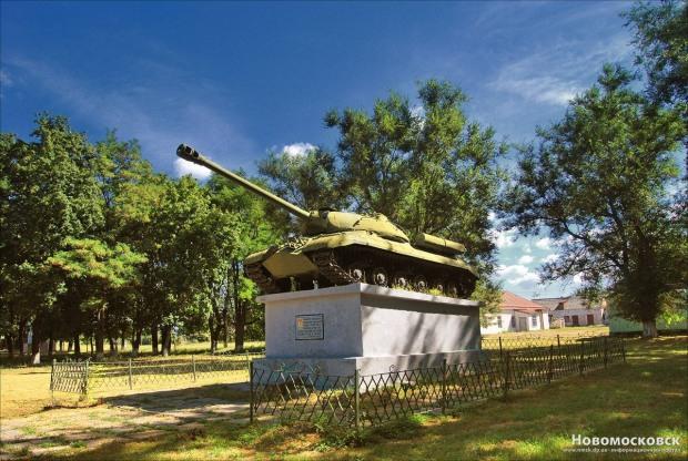 Танки-памятники в Днепре сдадут на металлолом