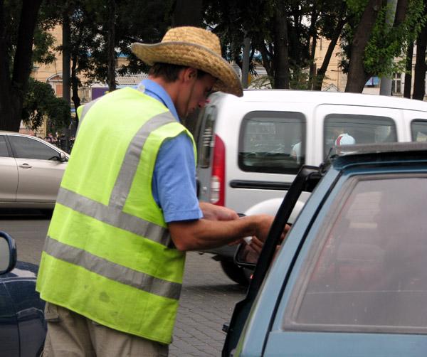 Днепровские парковки избавят от парковщиков