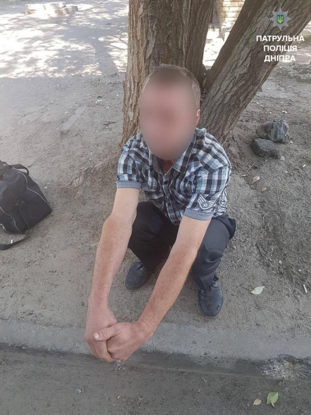 В Днепре мужчина ограбил электромонтера