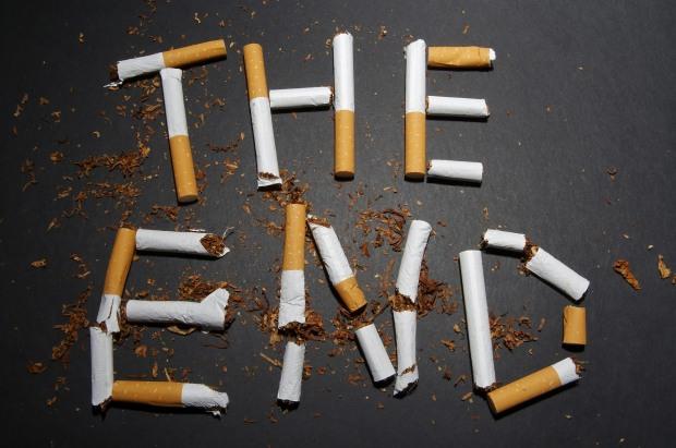 Два податківця з Кам'янського «кришували» тютюновий бізнес