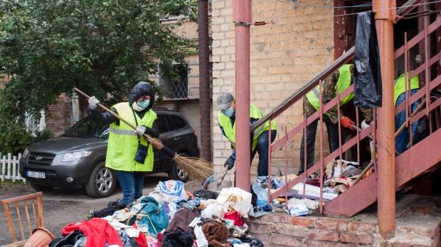 Женщина около 5 лет собирала мусор и хранила его в своей квартире
