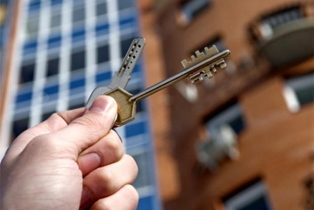 Семьи АТОшников получают ключи от желаемых квартир