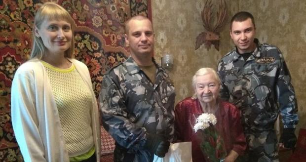 Ветерани отримали вітання від депутата Кам'янської міської ради від ВО «Батьківщина»  Сергія Миршавки