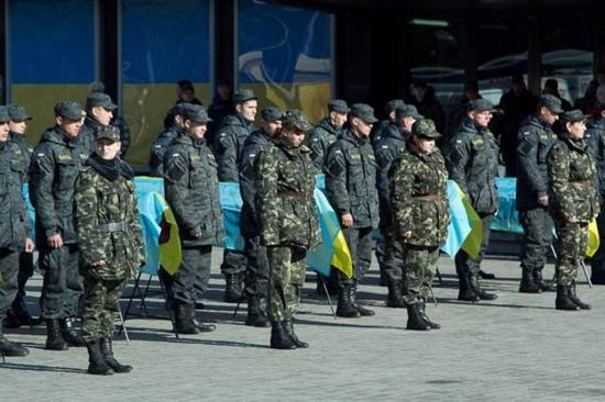В Днепропетровске в последний путь провели неизвестных солдат, погибших в зоне АТО